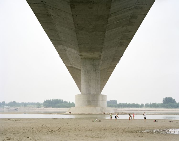 A-FAMILY-SPENDING-THE-WEEKEND-UNDER-A-BRIDGE-SHANDONG-CHINA-2011-by-ZHANG-KECHUN-BHC0640MA